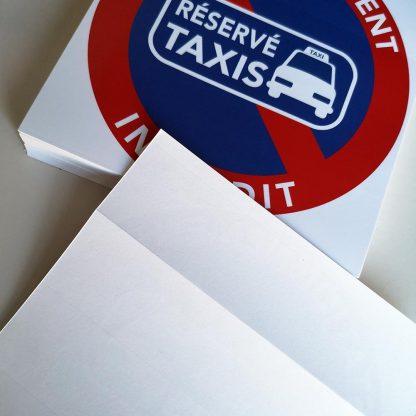 Interdiction de stationner sur les places réservées aux taxis